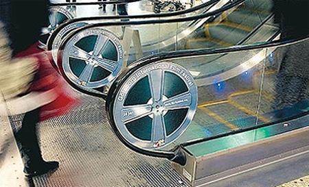 Реклама на лестницах и эскалаторах — фото 10
