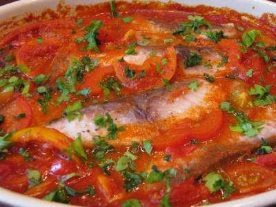 Сазан запеченный под овощным соусом — фото 1