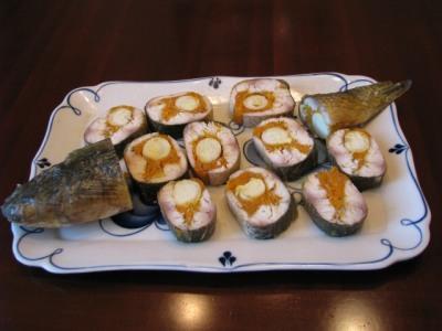 Рыба, фаршированная морковью и перепелиными яйцами — фото 1