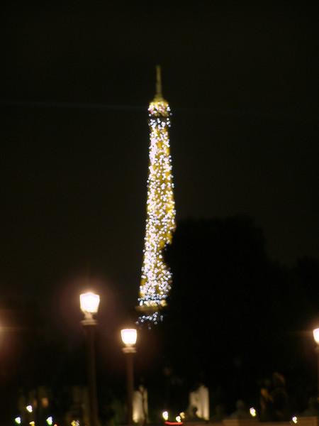 Эйфелевая башня — полночь