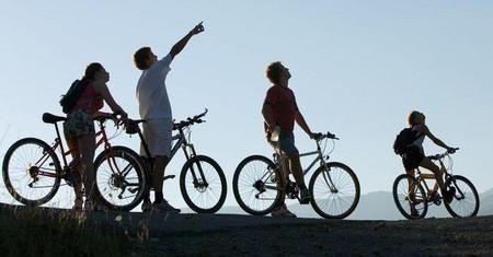 Езда на велосипеде укрепляет сердце, мышцы ног, улучшает работу легких, зрения и внимания