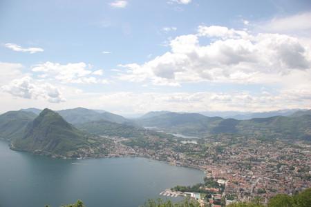 Маленькая, но гордая страна с бездонными горными озерами... — фото 3