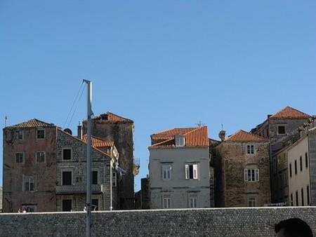 Вид на яркие крыши домов Дубровника