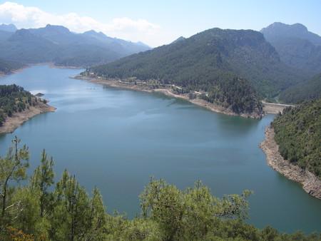 Вид на озеро с панорамы