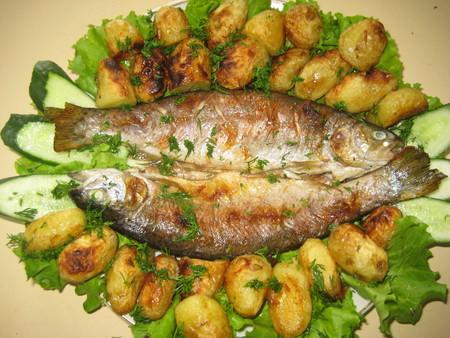 Жареная в духовке рыба с молоденькой картошечкой — фото 9