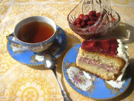 Клубничный бисквитный торт — фото 1