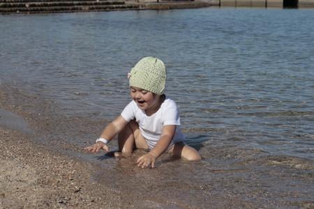 очень любит купаться