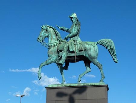 в Стокгольме очень много памятников...