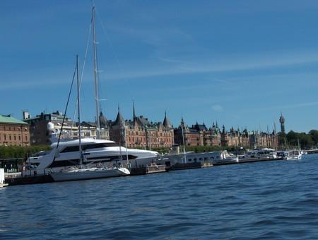 продолжение набережной роскоши, яхты принадлежат жителям домов