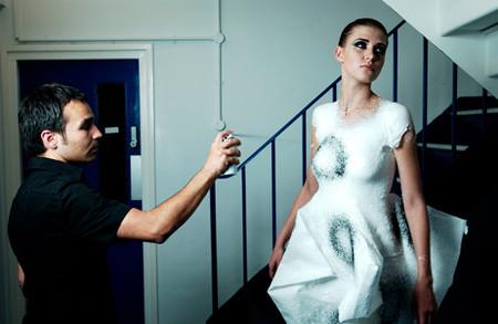 Фантастика стала реальностью: Жидкая одежда из спрея! — фото 19