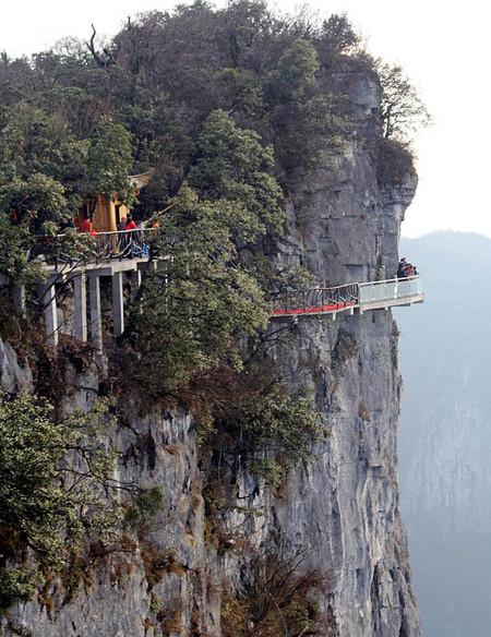 Дорожка соединяет две горы Тянь-Шань и Тянь-Мень