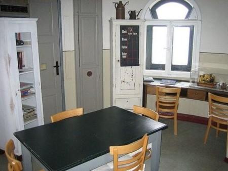 Кухня, которая является и гостиной и прачечной