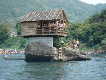 Домик на реке - идеальное место для уединения — фото 5