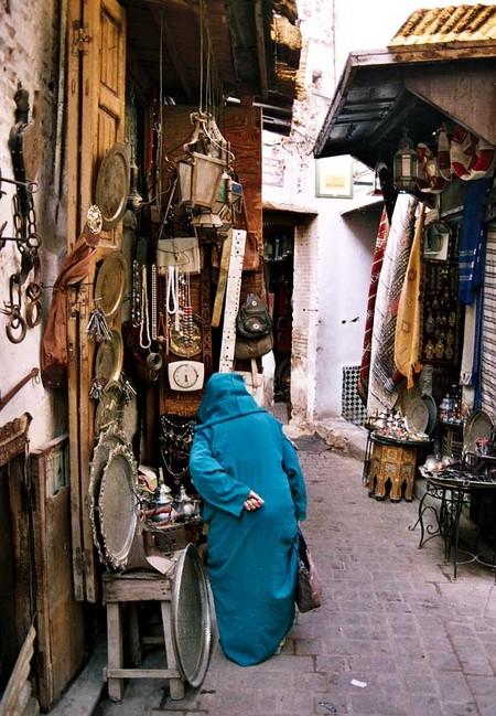 В этом городе можно найти множество изделий, которые относятся к древним ремеслам Марокко: начиная от кожаной обуви и заканчивая мебелью из кедрового дерева