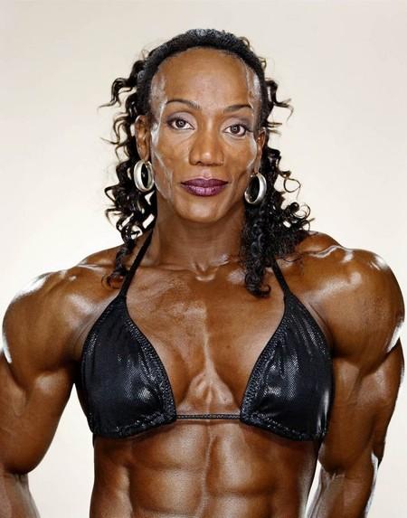 Ленда Мюррей занимается бодибилдингом 23 года. Лучший результат — 1-е место в «Мисс Олимпия» (1990-95, 2002-2003)