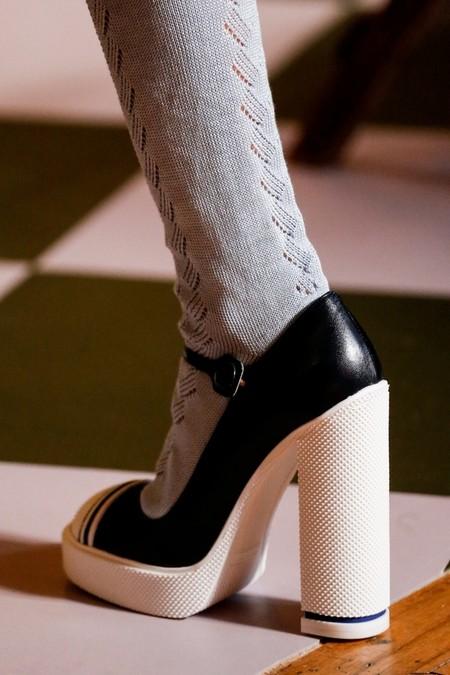 Лакированные туфли с ремешком