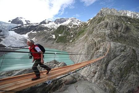 Мост находится на горе Титлис в Альпах