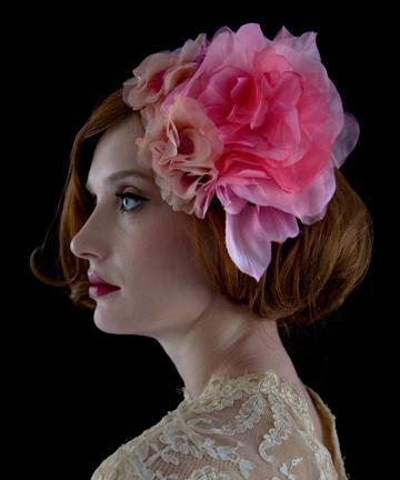 Цветы в волосах сделают ваш образ более романтичным