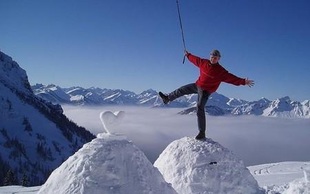 Зимой туристы в Waldseilgarten могут создавать собственные иглу и жить в них