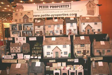 На фестивале можно приобрести как винтажные так и антикварные домики