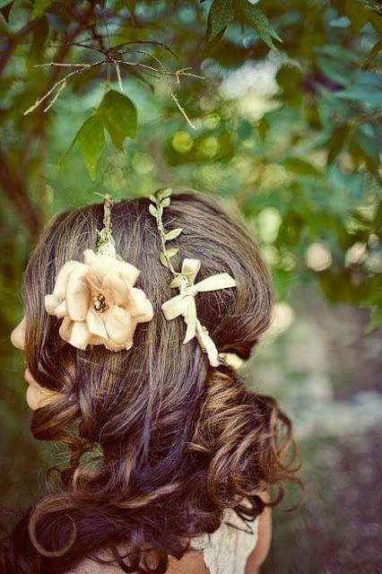 Весенний тренд: цветы в волосах — фото 14