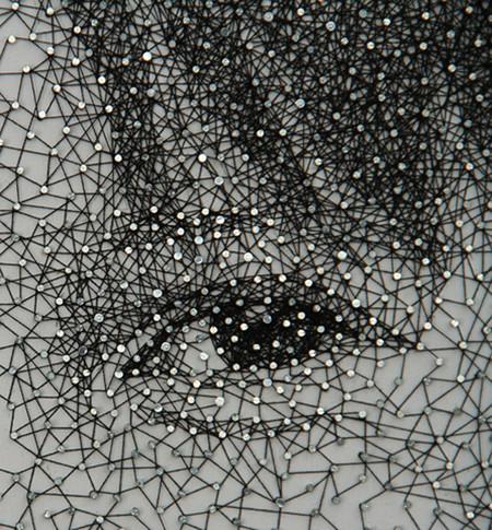 И снова необычные работы Куми Ямашита: удивительные портреты из нитей и гвоздей — фото 7