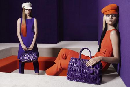 Насыщенные тона и богатый декор — осенний лозунг Prada