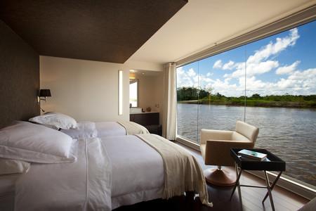 Из спальни шикарный панорамный вид на реку