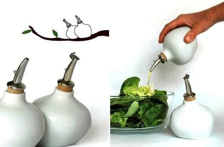 А на создание этих бутылочек для приправ дизайнеров вдохновили птички на жердочке