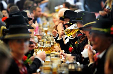 Любители пива ликуйте! В Мюнхене открылся ежегодный пивной фестиваль Октоберфест — фото 13