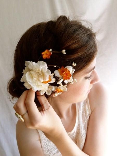 Отлично на контрасте смотрятся белые цветы, а также цветы кремовых и грязных оттенков