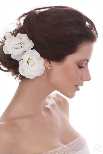 Весенний тренд: цветы в волосах — фото 31