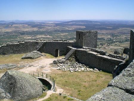 Остатки древнего замка