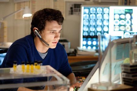 Молодой ученый работает над поиском лекарства для помощи умственно отсталым