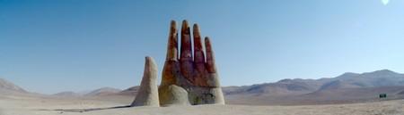 Громадная рука в пустыне Атакама — фото 6