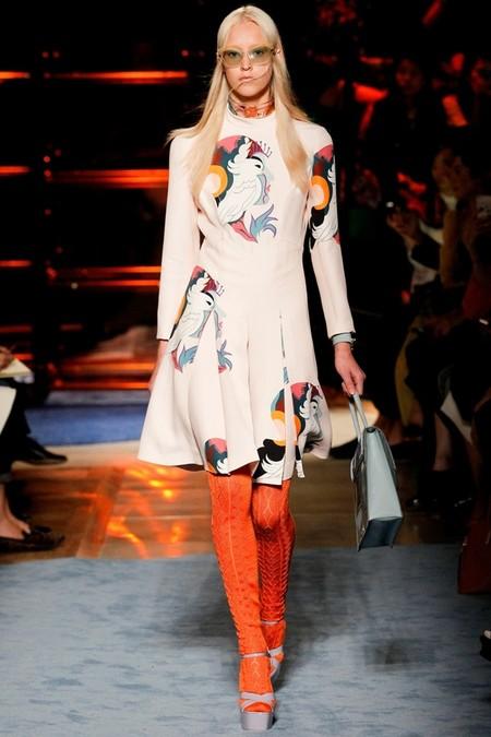 Необычное сочетание цветов, бабушкины колготки и тонкая вышивка бисером - коллекция Miu Miu  2014 — фото 10