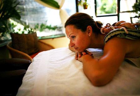 Наибольшей популярностью такой массаж пользуется у туристов — любителей экзотики и адреналина
