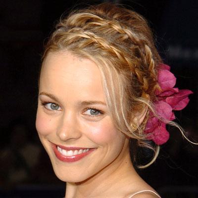Весенний тренд: цветы в волосах — фото 17