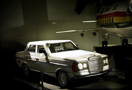 В Безансоне (Франция) в этнологическом музее выставляется более 20 экспонатов гробов из Ганы и Англии