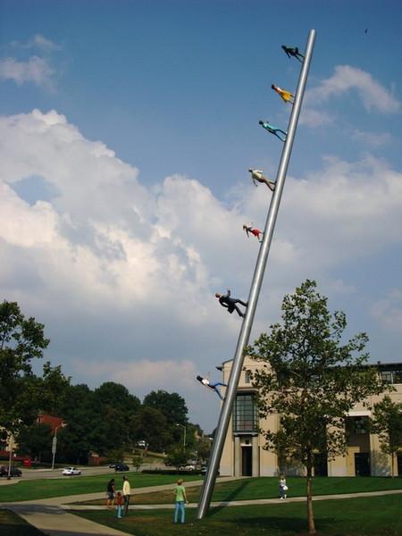 Скульптура достигает 30-метровой высоты