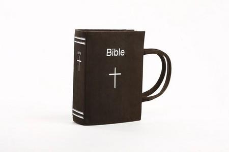 """В коллекции присутствует даже """"Библия"""""""