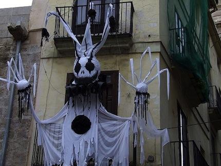 Так украшают дома в Испании