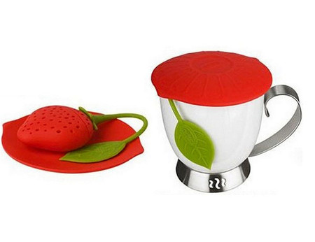 Аппетитиную клубничку-заварник Trudeau Silicone Tea Infuser из селикона используют еще и как ситечко