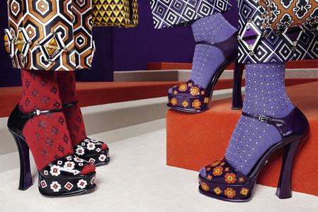 Также обувь Prada украшена крупными апплекациями