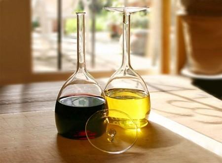 Перевернутые бокалы для вина. Oil & Vinegar Set