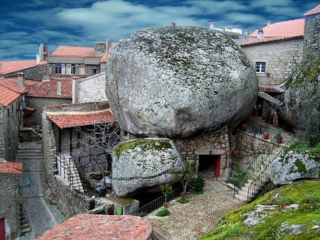 Дома из камня, под камнем и вокруг камня. Удивительная деревня Монсанто — фото 1