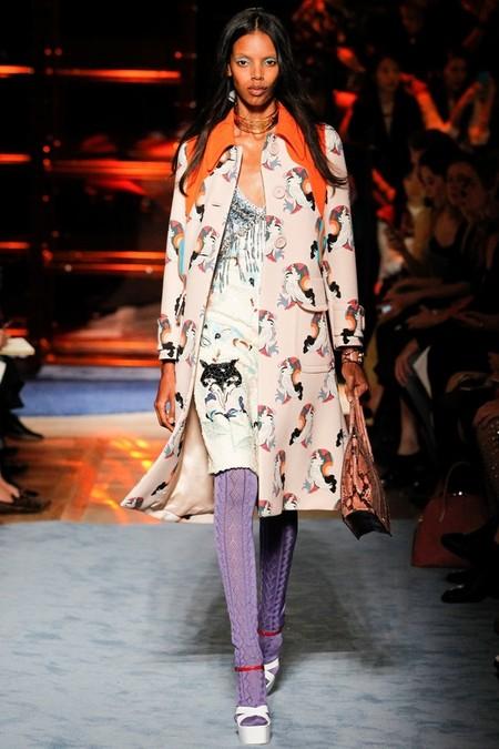 Необычное сочетание цветов, бабушкины колготки и тонкая вышивка бисером - коллекция Miu Miu  2014 — фото 34