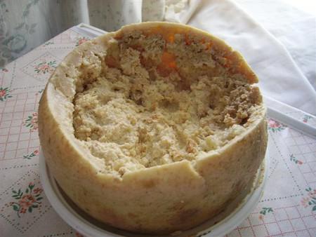 Сыр casu marzu с личинками сырных мух