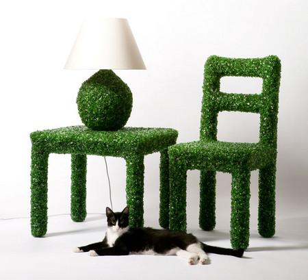 Похоже кошке мебель пришлась по вкусу )