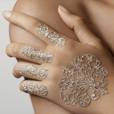 Подобные украшения очень популярны среди парижанок-невест